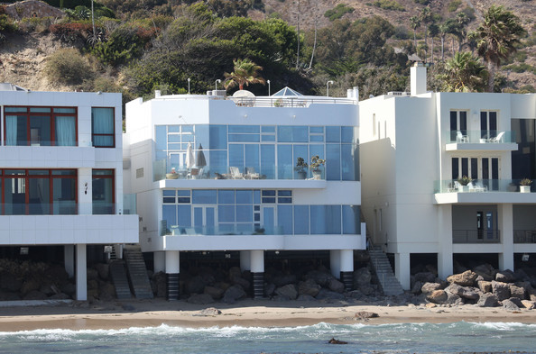luxury mansions celebrity homes halle berry 39 s malibu