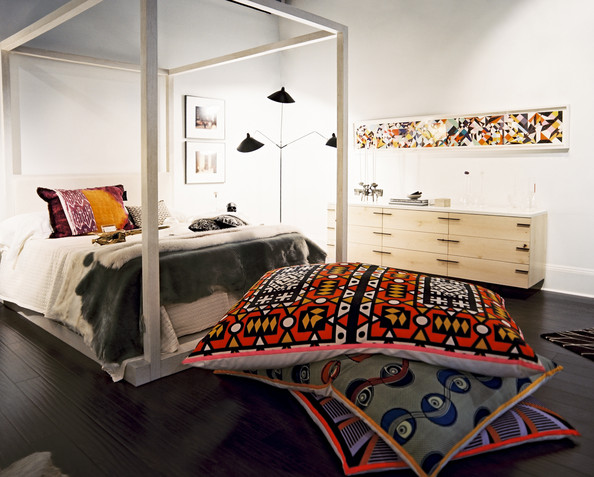 Floor pillows photos design ideas remodel and decor for Bedroom designs with four poster beds
