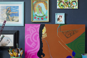 Wall paintings of Frida Kahlo, Tupac, and other inspiring individuals.
