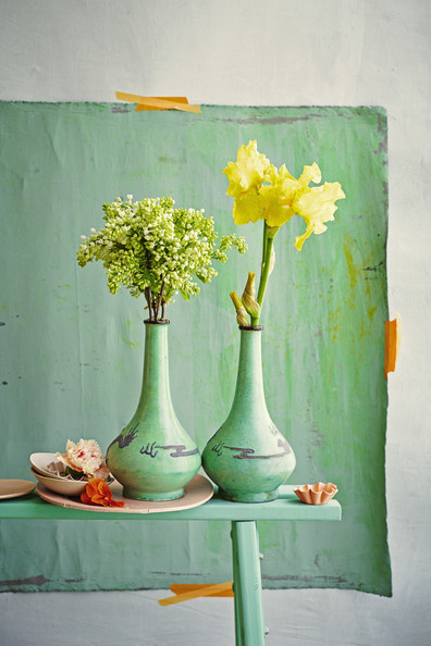 Shabby Chic - A pair of vases on a green bench