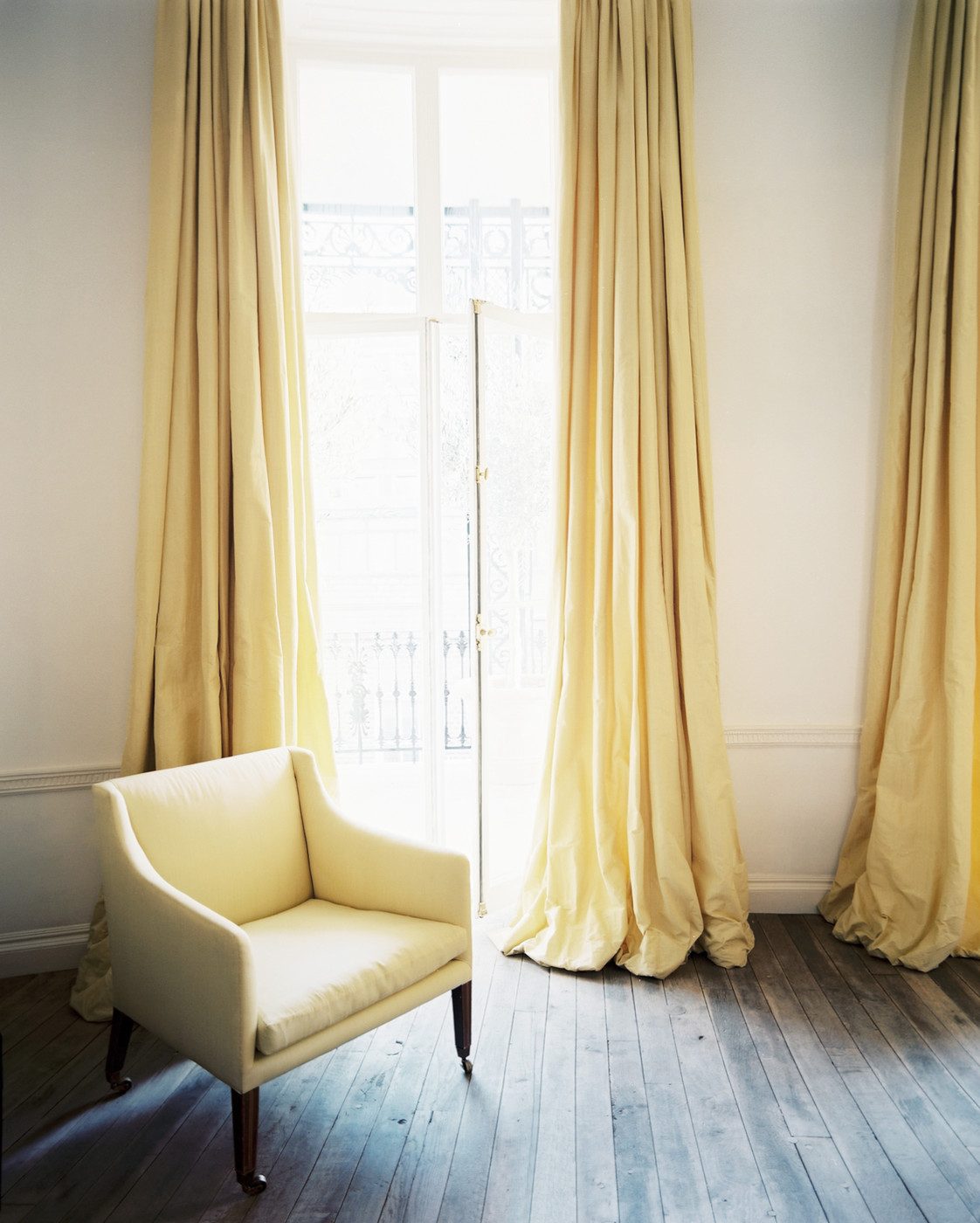 Yellow Curtains Photos Design Ideas Remodel And Decor Lonny