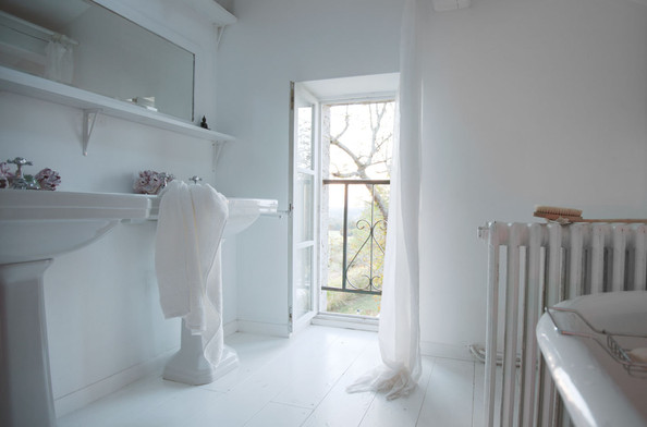 Easy Tips to Keep Your Bathroom Cleaner, Longer