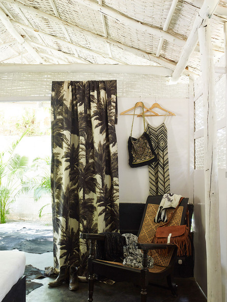 Tropical Bedroom Photos (3 of 34)