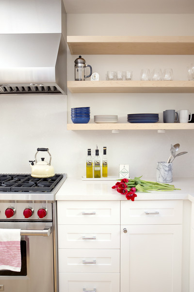 Floating shelves photos design ideas remodel and decor for Traditional kitchen shelves