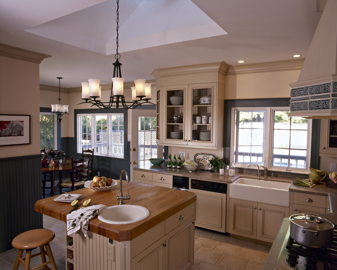 Kitchen envy cool kitchens lonny for Beautiful small kitchens