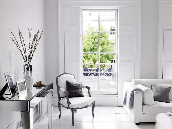 Decorating With Mirrored Pieces