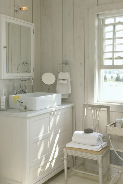 Country bathroom photos 52 of 96 lonny for Small bathroom design cottage