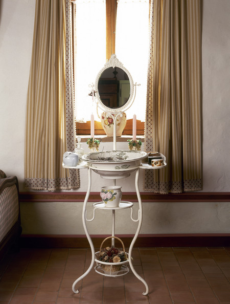 Washstand Photos (1 of 17) []