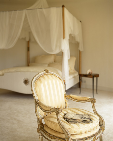 Fabric Bed Canopy Photos (4 of 41)