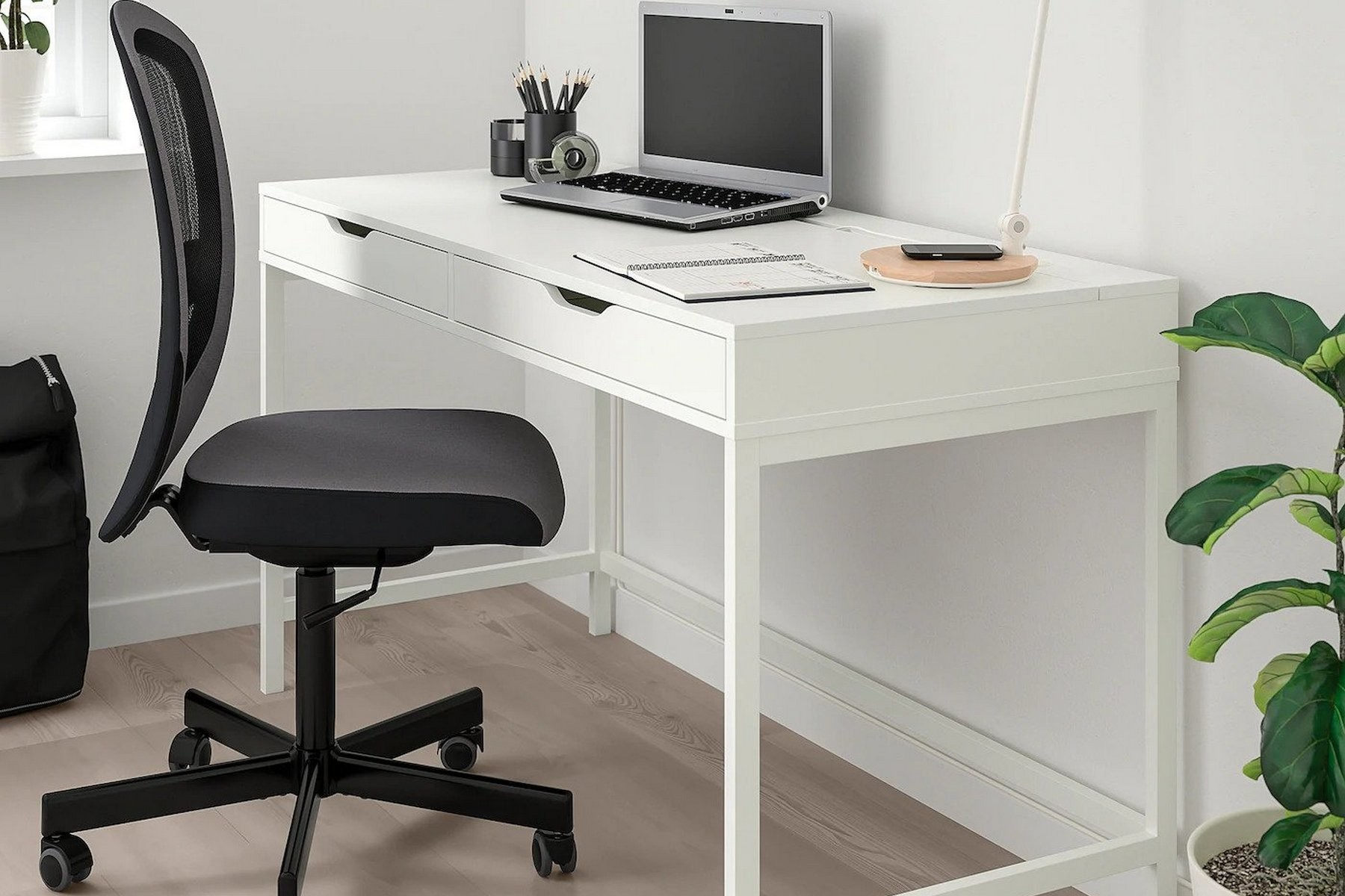 The Best Ikea Desks For Your Home Office
