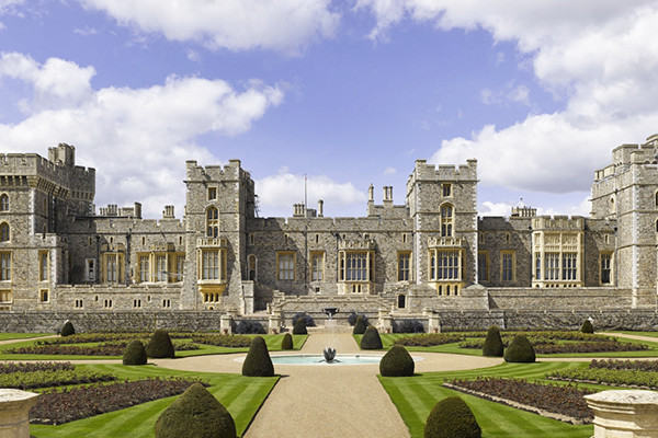 Ridiculously Regal Homes Of Royals Around The World