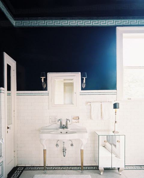4 Easy Ways to Maximize Space in a Small Bathroom
