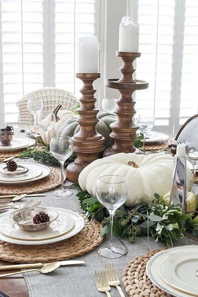 Greenery & Neutral Table Decor