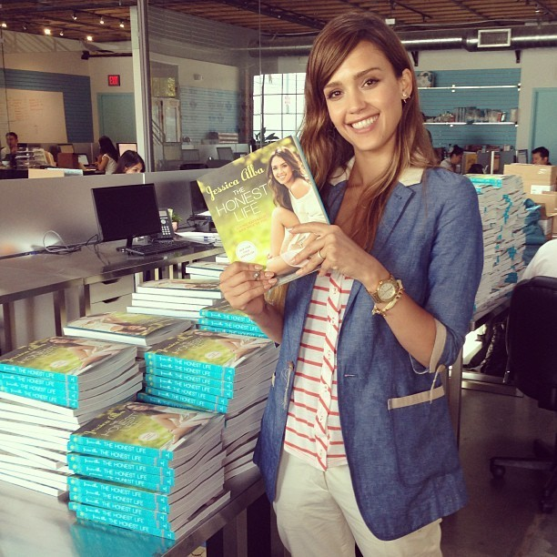 Instagram Proves Jessica Alba Is The Most Stylish ... Jessica Alba Instagram