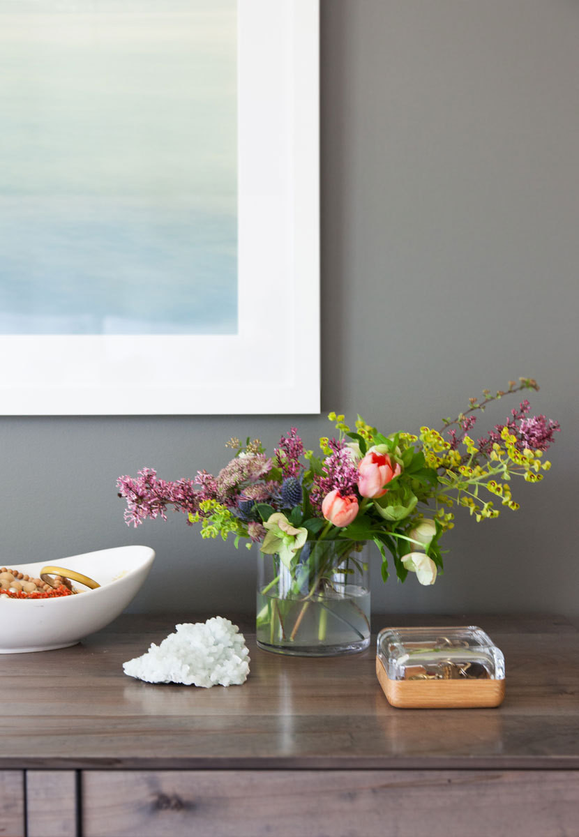 Fresh blooms lend a feminine note to the streamlined furnishings.