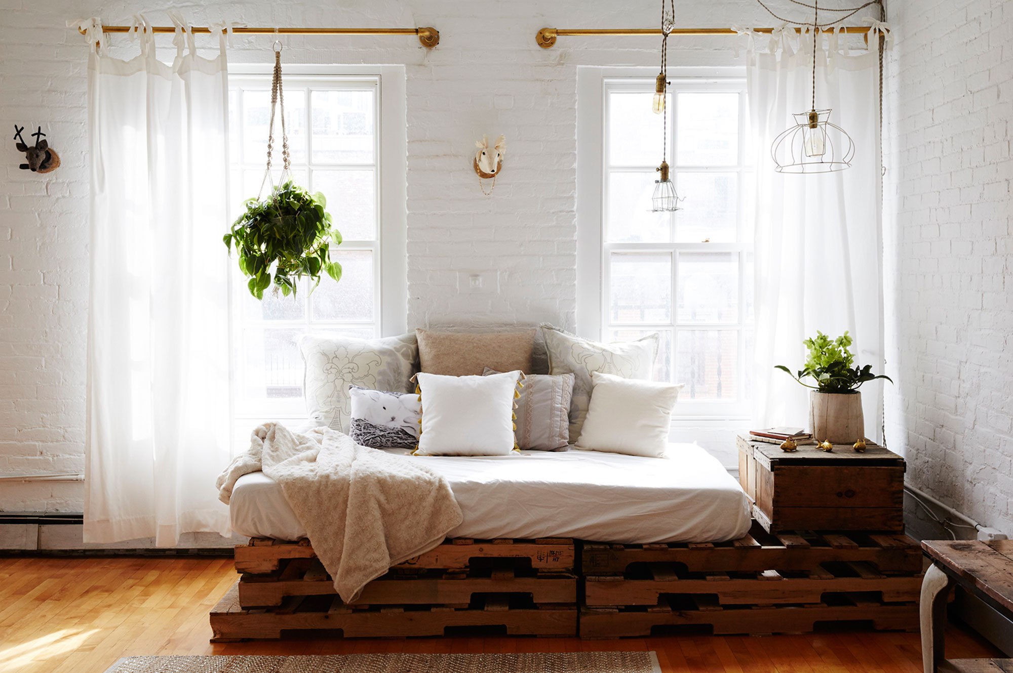 Can You Replace a Sofa With a Daybed Decorating Lonny