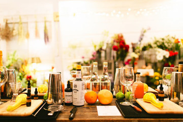 How To Throw A Creative Cocktail-Making Class