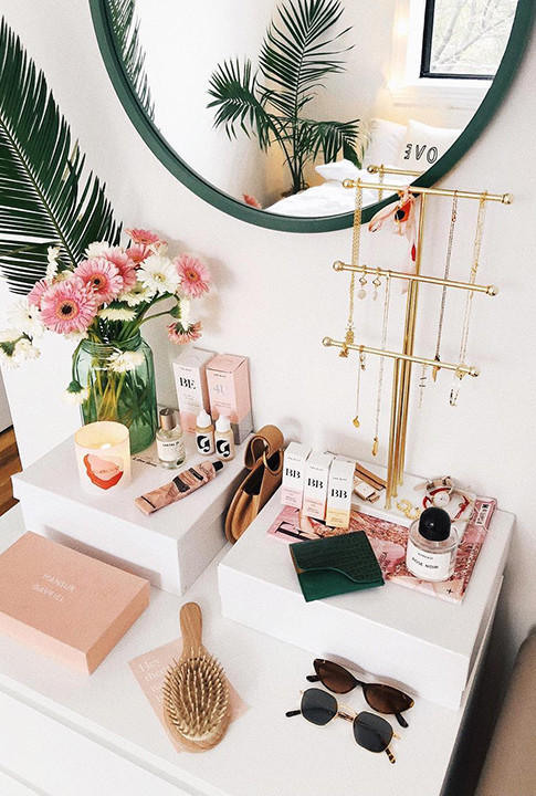 Height Matters - 15 Ways To Style Your Accessories As Decorative Objects - Lonny