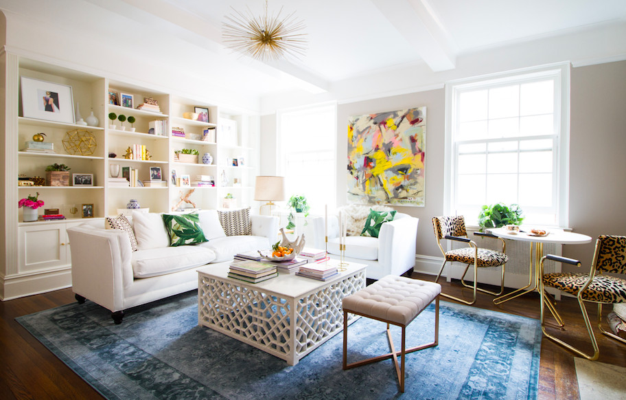 In a light-filled New York City apartment, designer Dee Murphy combined fresh, white staples and conversation-starting accents to create the perfect space for entertaining.