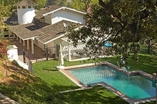 Take A Tour Of Miley Cyrus S Beautiful Equestrian Estate Lonny