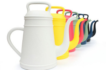 Lungo's Colorful Watering Cans Are Perfect for Every Garden