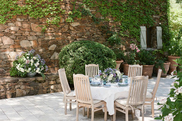 How to Throw a Dinner Party Like a French Girl