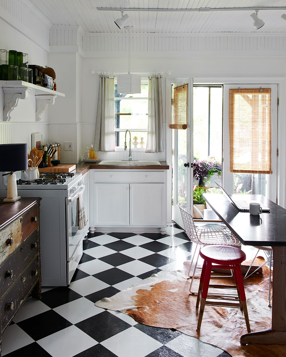 The laid-back kitchen melds country style with standout modern design pieces.