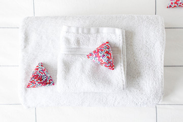DIY Lavender Sachets for a Better-Smelling New Year