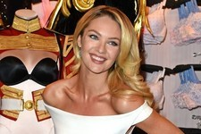 How To Wear a Tight Dress, Courtesy of Candice Swaneopoel