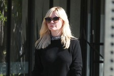 Kirsten Dunst Treats Herself to Some Retail Therapy