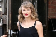 Taylor Swift Is an Evil Sorceress Who Never Sweats