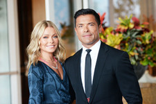 Move Over, Kardashians: Kelly Ripa And Mark Consuelos Dominated This Year's Christmas Card Game