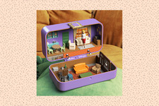 You Have To See These Famous Fictional Homes Redone As Polly Pocket Dollhouses